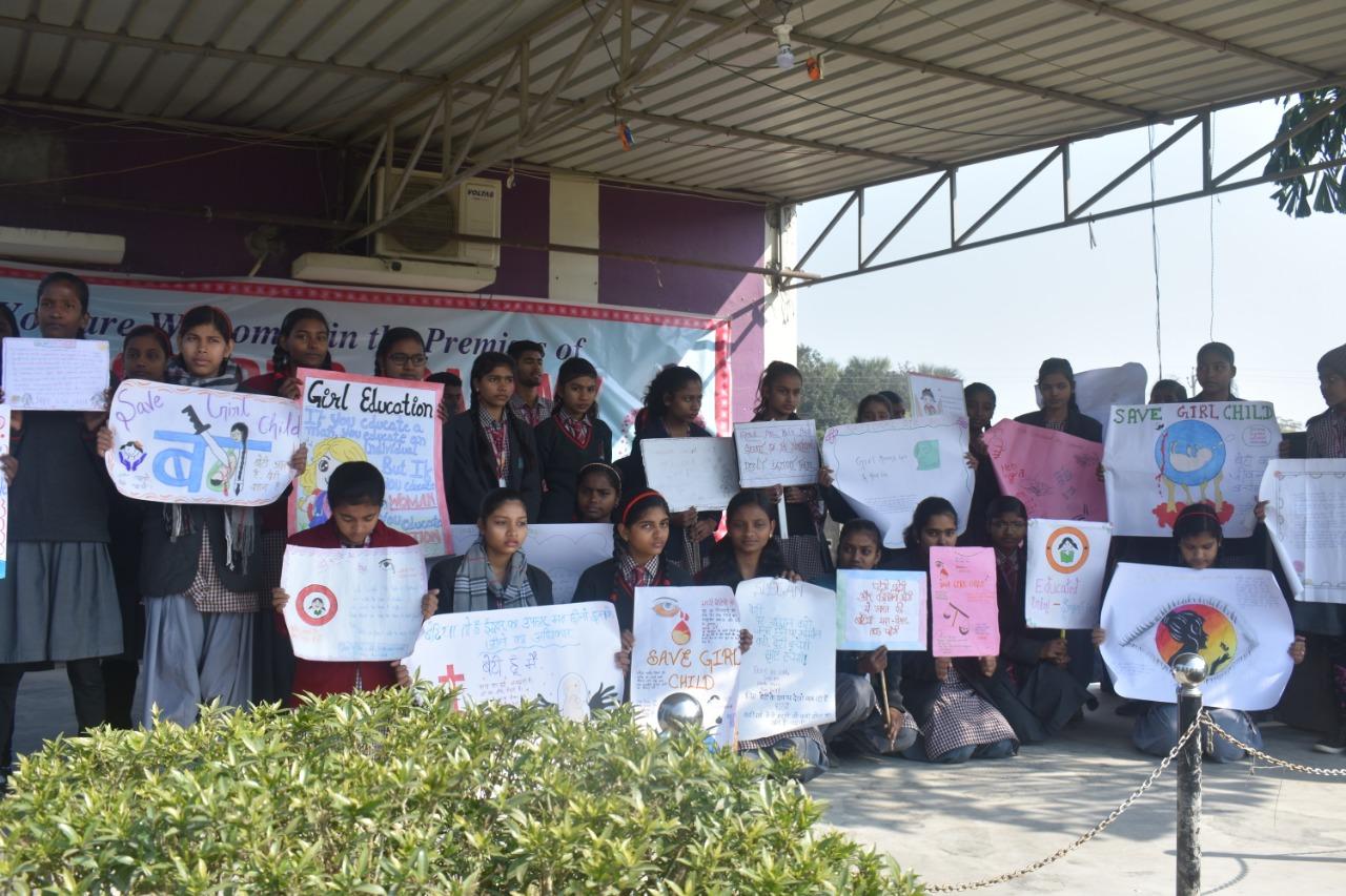 सन्त जोसेफ अकादमी में बच्चों ने पेंटिंग व स्लोगन के जरिये बेटी बचाव, बेटी पढ़ाओ का दिया सन्देश