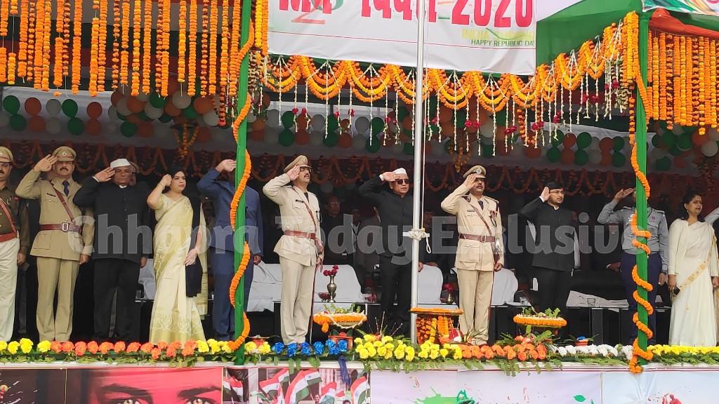 गणतंत्र दिवस: आयुक्त ने फहराया राष्ट्रध्वज, परेड की ली सलामी, निकली मनमोहक झांकियां
