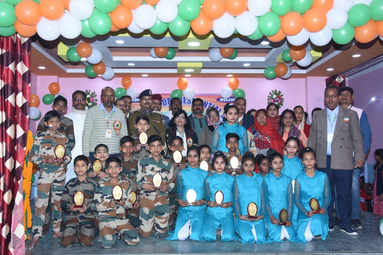 गणतंत्र दिवस पर बच्चों को डीआईजी ने किया सम्मानित