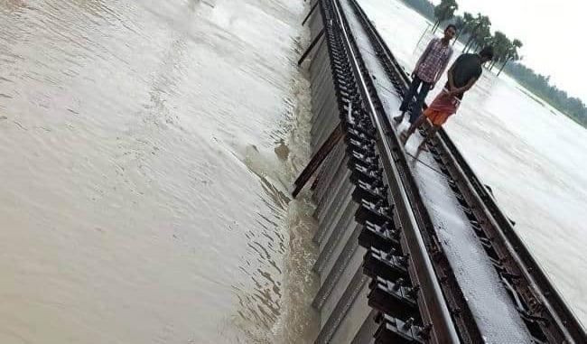 बिहार में बाढ़ के कारण  छपरा जंक्शन से गुजरने वाली ट्रेनों को किया गया डाइवर्ट