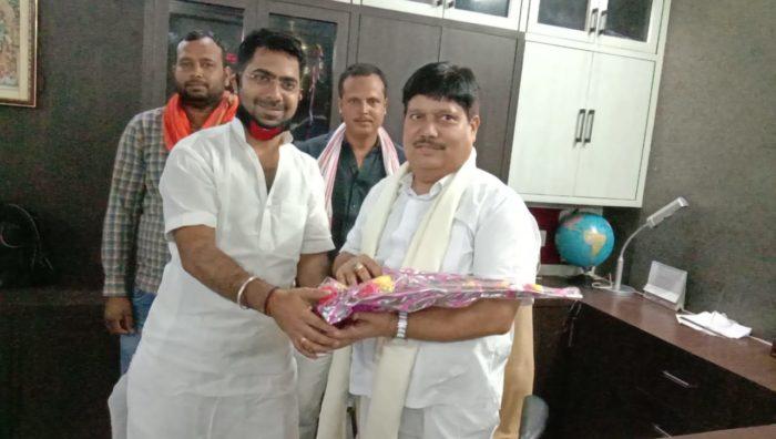 छपरा विधानसभा से चुनावी तैयारी कर रहे राहुल राज ने बंगाल के बैरकपुर सांसद का रिविलगंज में किया स्वागत