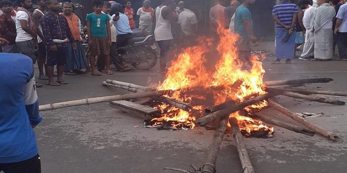 नयागांव में जमीनी विवाद में जमकर मारपीट, आक्रोशितों ने किया NH जाम