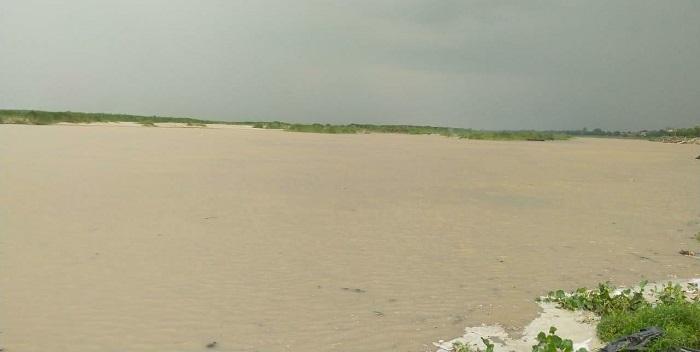 सरयू नदी का बढ़ने लगा जलस्तर, तटीय इलाकों में रहने वालों की लोगों की बढ़ी चिंता