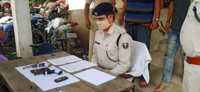 छपरा में हथियारों के साथ 3 कुख्यात अपराधी गिरफ्तार, बैंक कर्मी को लूटने का था प्लान