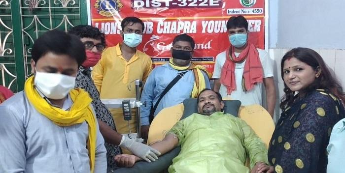 क्लब के सदस्यों ने किया पौधारोपण और रक्तदान