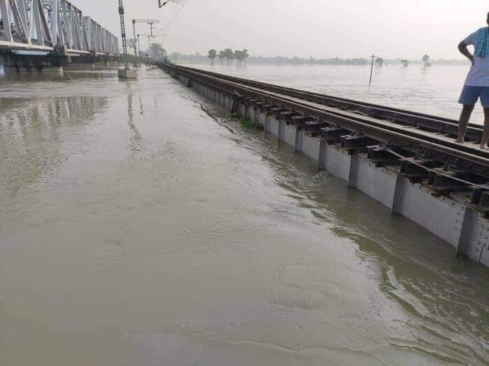 बिहार में बाढ़ के कारण फिर से ट्रेनों को किया गया डाइवर्ट व शार्ट टर्मिनेट