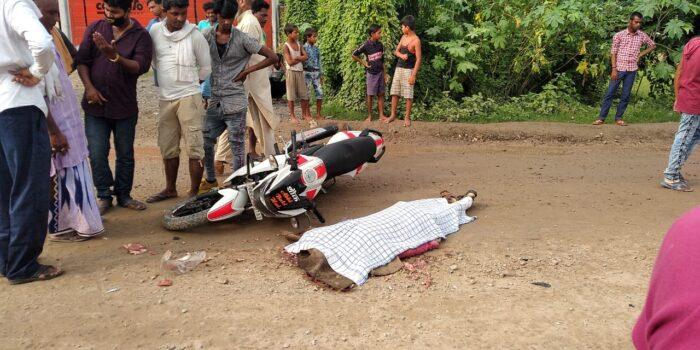 इनई में ट्रक ने बाइक सवार को रौंदा, मौके पर मौत