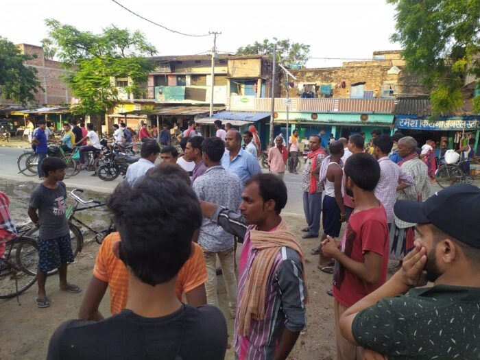 बनियापुर में व्यवसायी से पिस्तौल के बल पर लाखों की लूट, दो अपराधी धराये