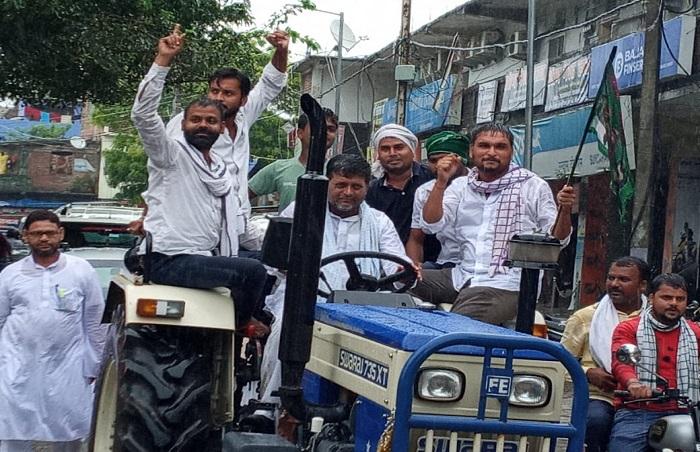 जितेंद्र राय ने कृषि बिल को बताया किसान विरोधी, मढ़ौरा में निकाला मार्च
