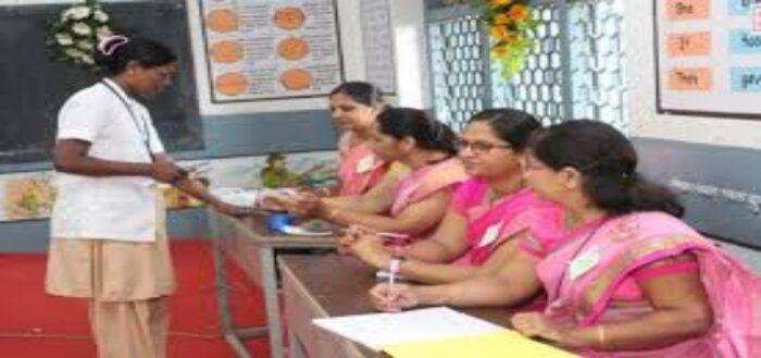 सारण में महिला मतदान कर्मियों को 230 मतदान केंद्रों के संचालन का जिम्मा