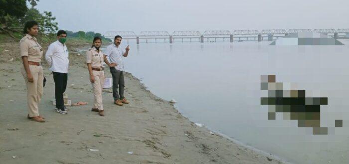सरयू नदी किनारे मिला वृद्ध का शव
