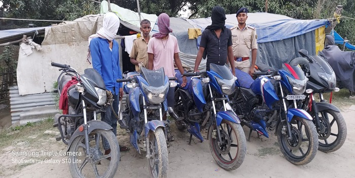 छपरा: चोरी की बाइक के साथ तीन वाहन चोर सरगना गिरफ्तार