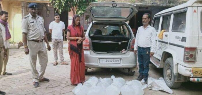 तीन सौ रुपये में महिला कर रही थी शराब की तस्करी, पुलिस ने जप्त की कार, महिला और चालक गिरफ्तार