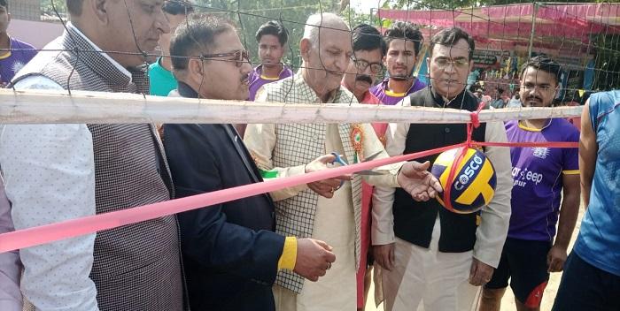 बनियापुर: जिलास्तरीय बॉलीबॉल प्रतियोगिता का हुआ उद्घाटन, नवादा की टीम ने सोनौली को हराया