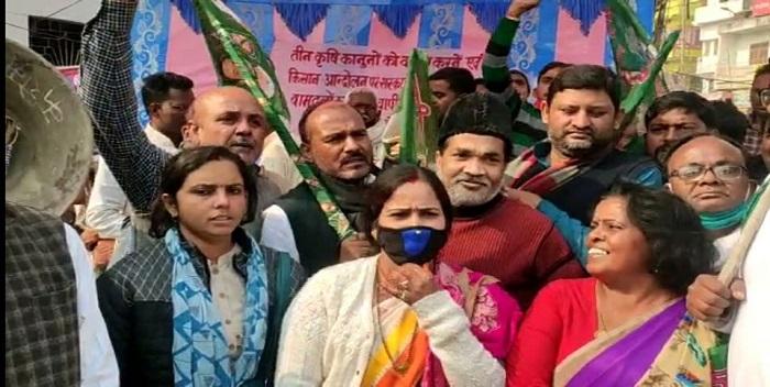 केंद्र सरकार के कृषि कानूनों के विरोध में राष्ट्रीय जनता दल के नेताओं ने किया प्रदर्शन