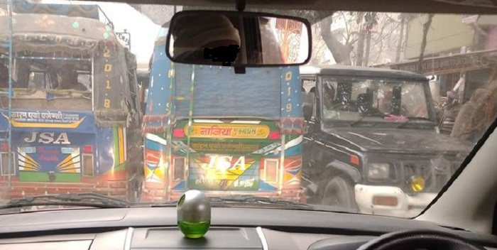 गुदरी से ब्रहमपुर तक रोजाना लगने वाले जाम से आम लोग हो रहे है परेशान