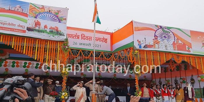 गणतंत्र दिवस: छपरा के राजेंद्र स्टेडियम में आयुक्त ने फहराया राष्ट्रध्वज