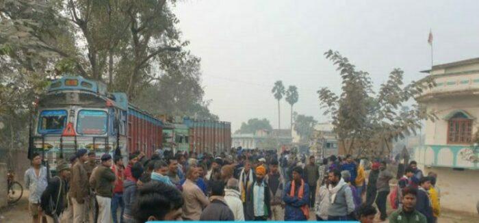 छपरा: ट्रक के धक्के से युवक की मौत, विरोध में सड़क जाम