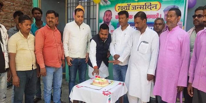 जदयू नेता ईश्वर कुमार राम के नेतृत्व में मनाया गया मुख्यमंत्री नीतीश कुमार का जन्मदिन