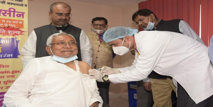बिहार के मुख्यमंत्री नीतीश कुमार ने जन्मदिन पर लगवाई कोरोना वैक्सीन
