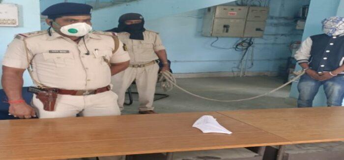 कुख्यात अपराधी को पुलिस ने किया गिरफ़्तार