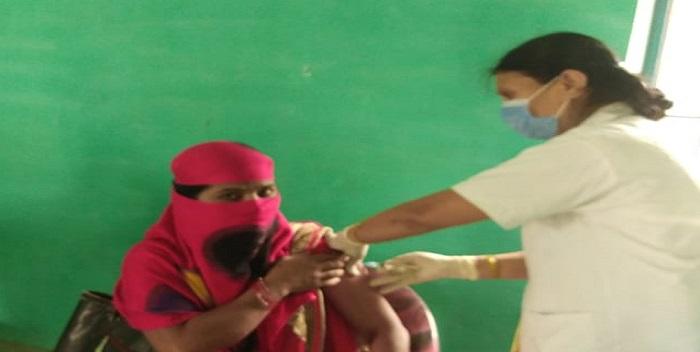 जलालपुर: दो जगह केंद्र बनने से वैक्सीनेशन में आई तेजी